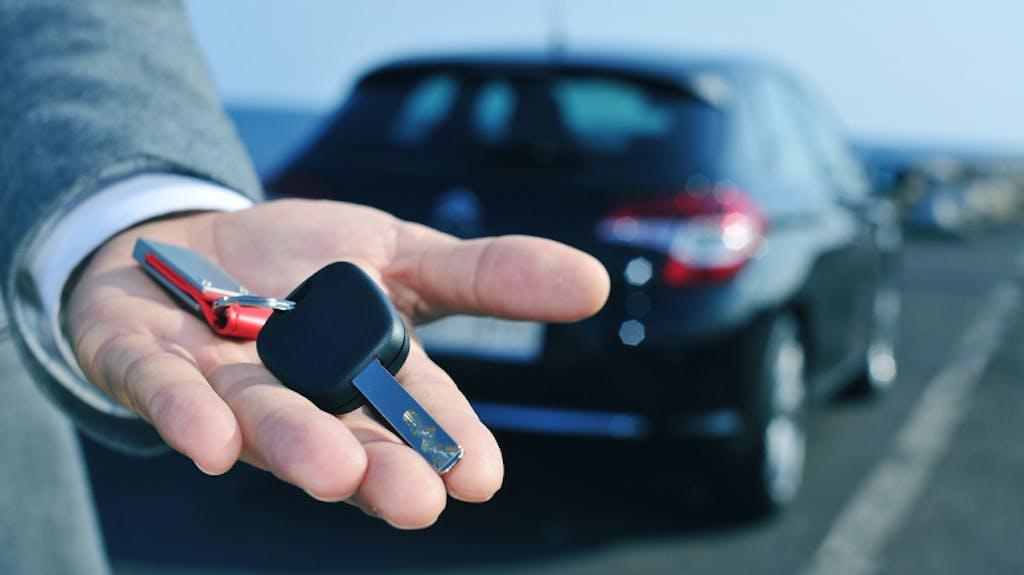 Auto nuova: meglio comprarla o noleggiarla?