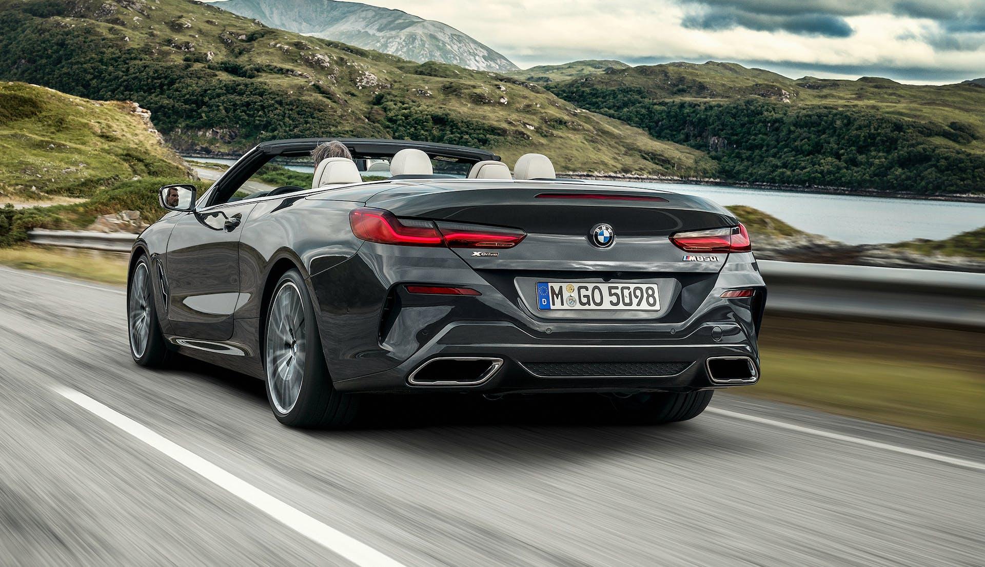 BMW M850i Cabrio vista posteriore