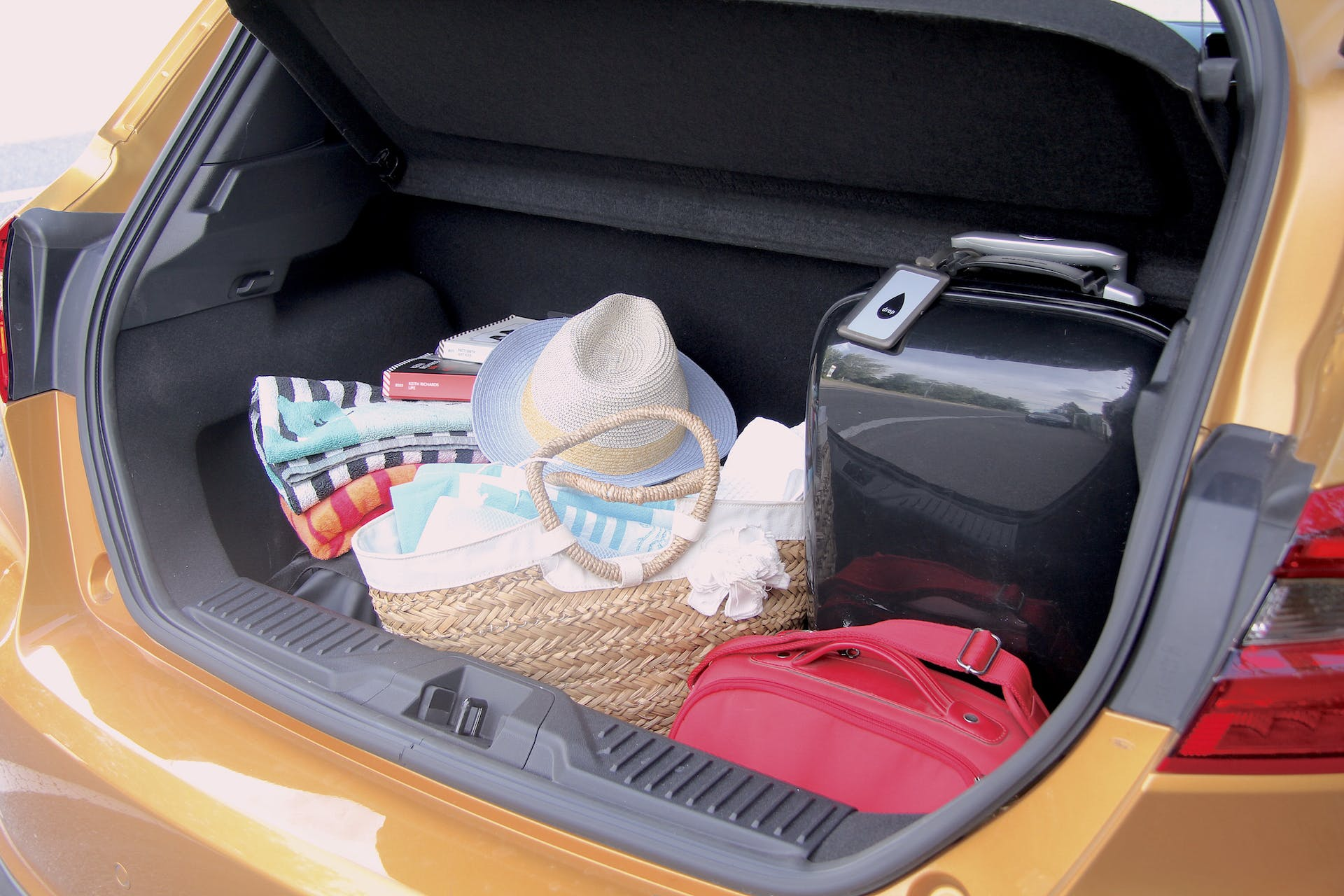 Bagagliaio aperto della Ford Fiesta Active