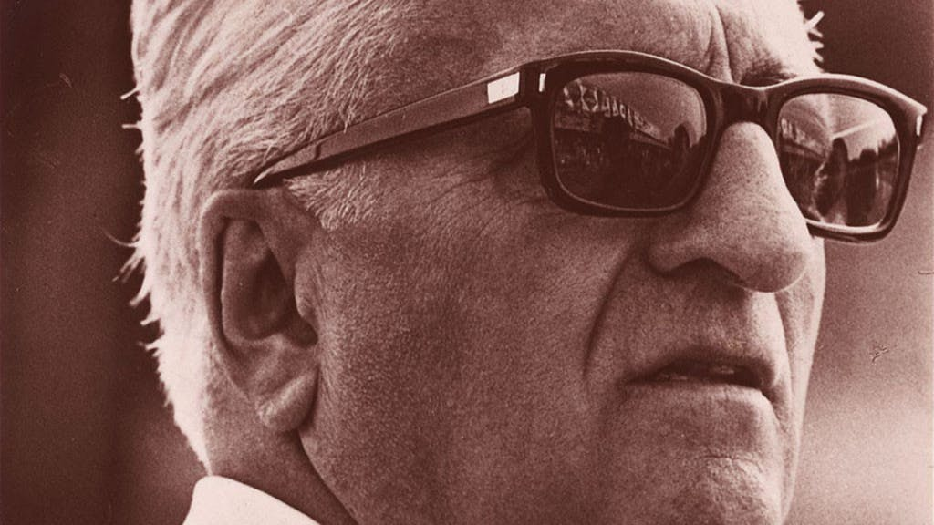 Enzo Ferrari, la storia dell'uomo che diventò leggenda