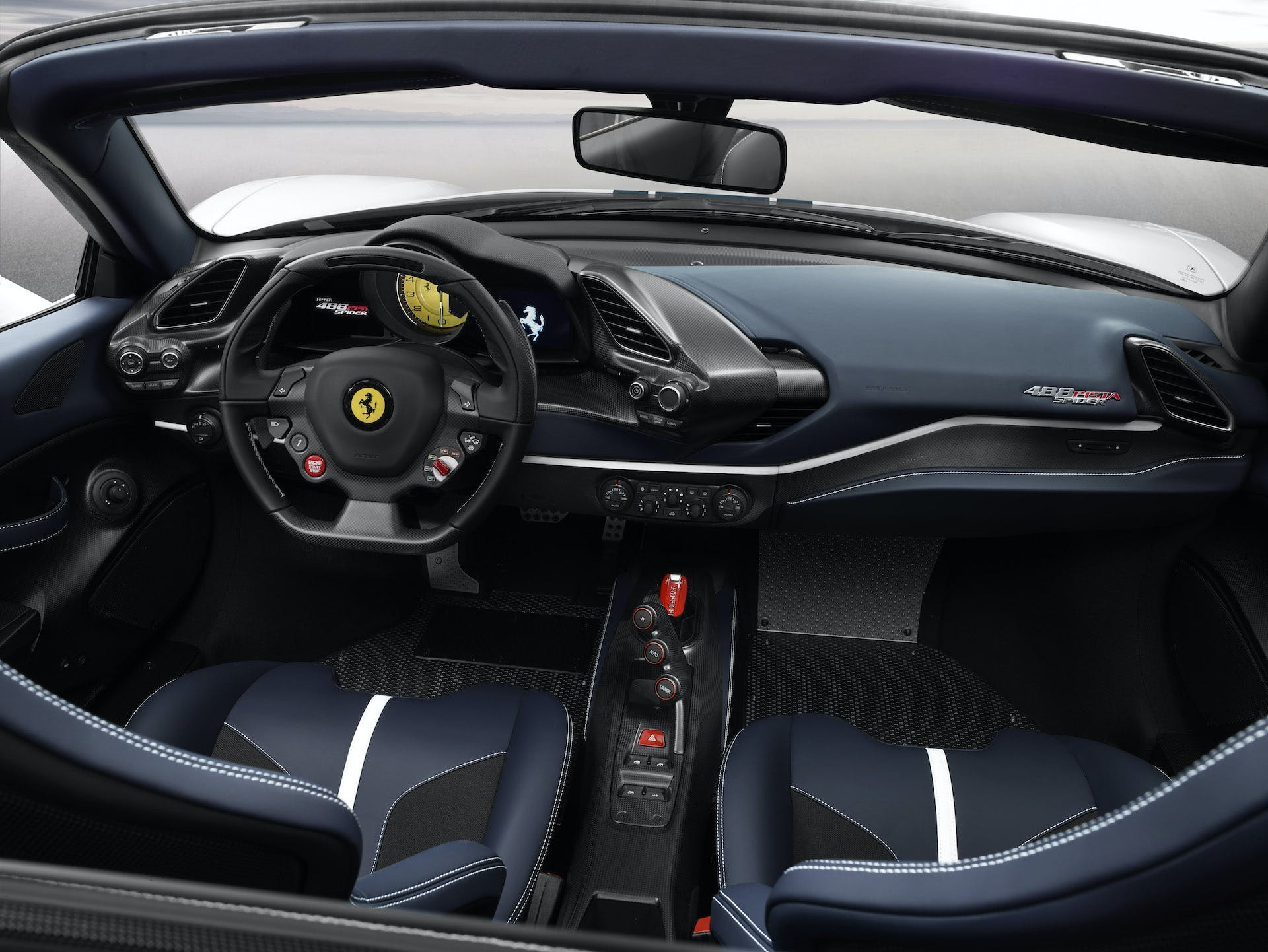Ferrari 488 Pista SPider, interni