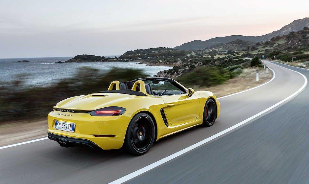 Cabrio e spider, ecco le auto migliori per guidare capelli al vento