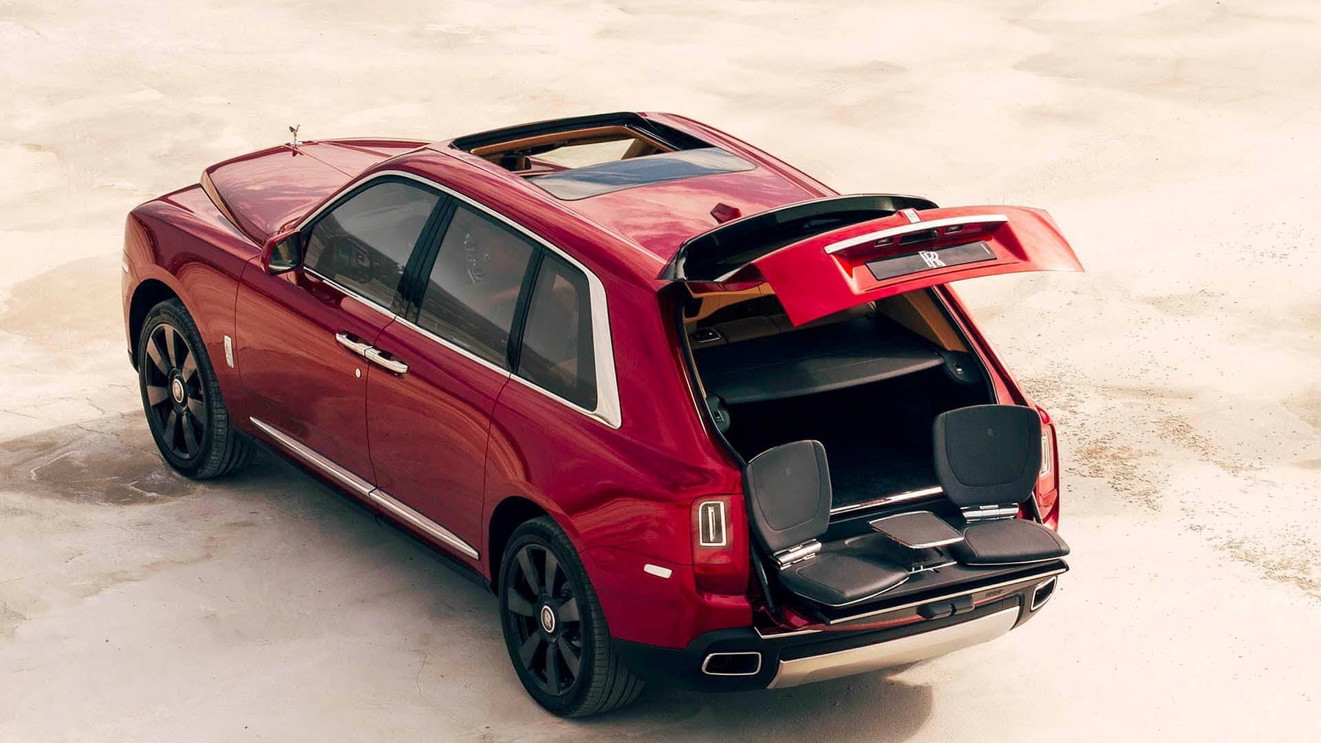 Rolls Royce Cullinan sedili bagagliaio