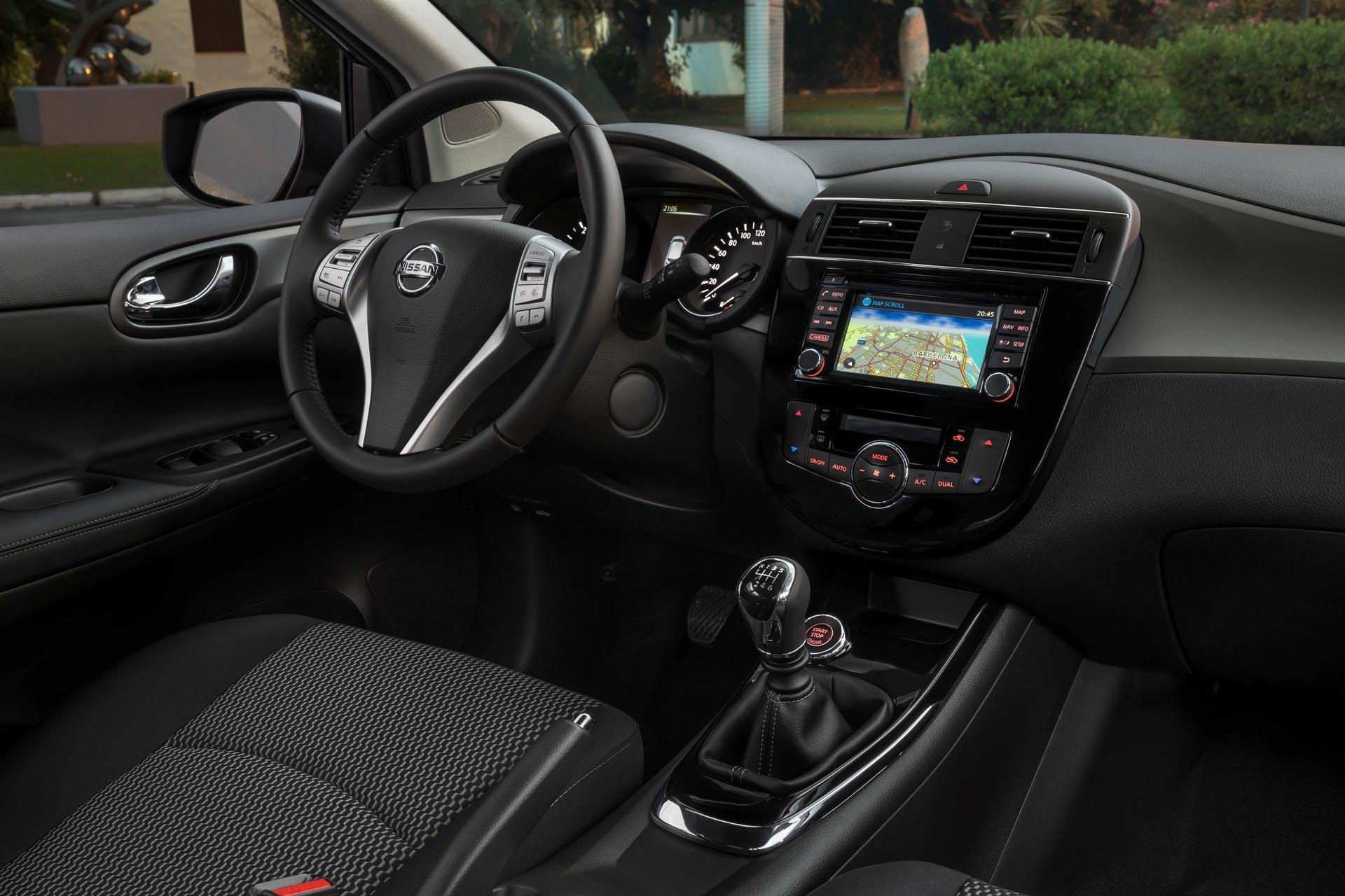 Nissan Pulsar Black Edition interni