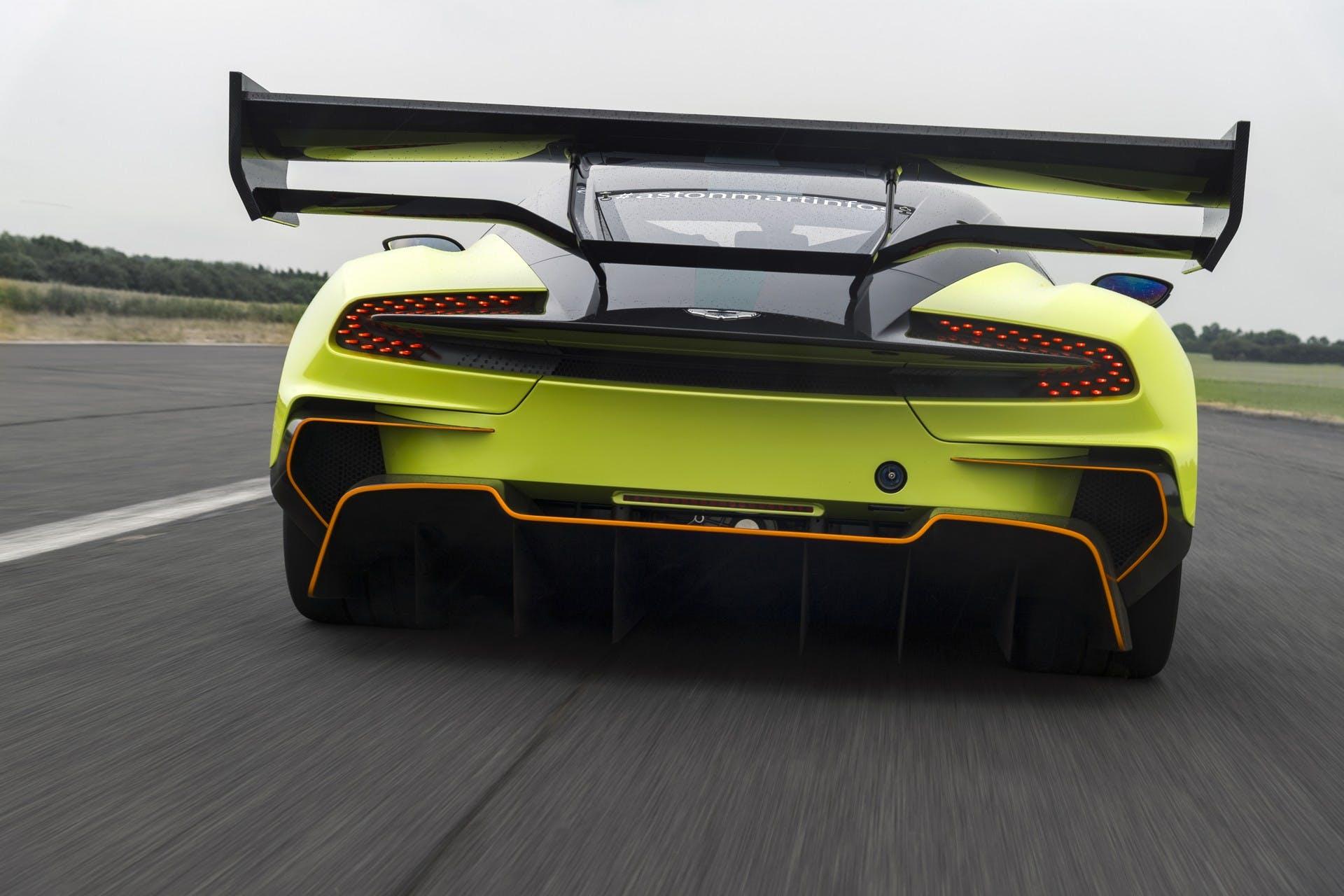 Aston Martin Vulcan AMR Pro dinamica
