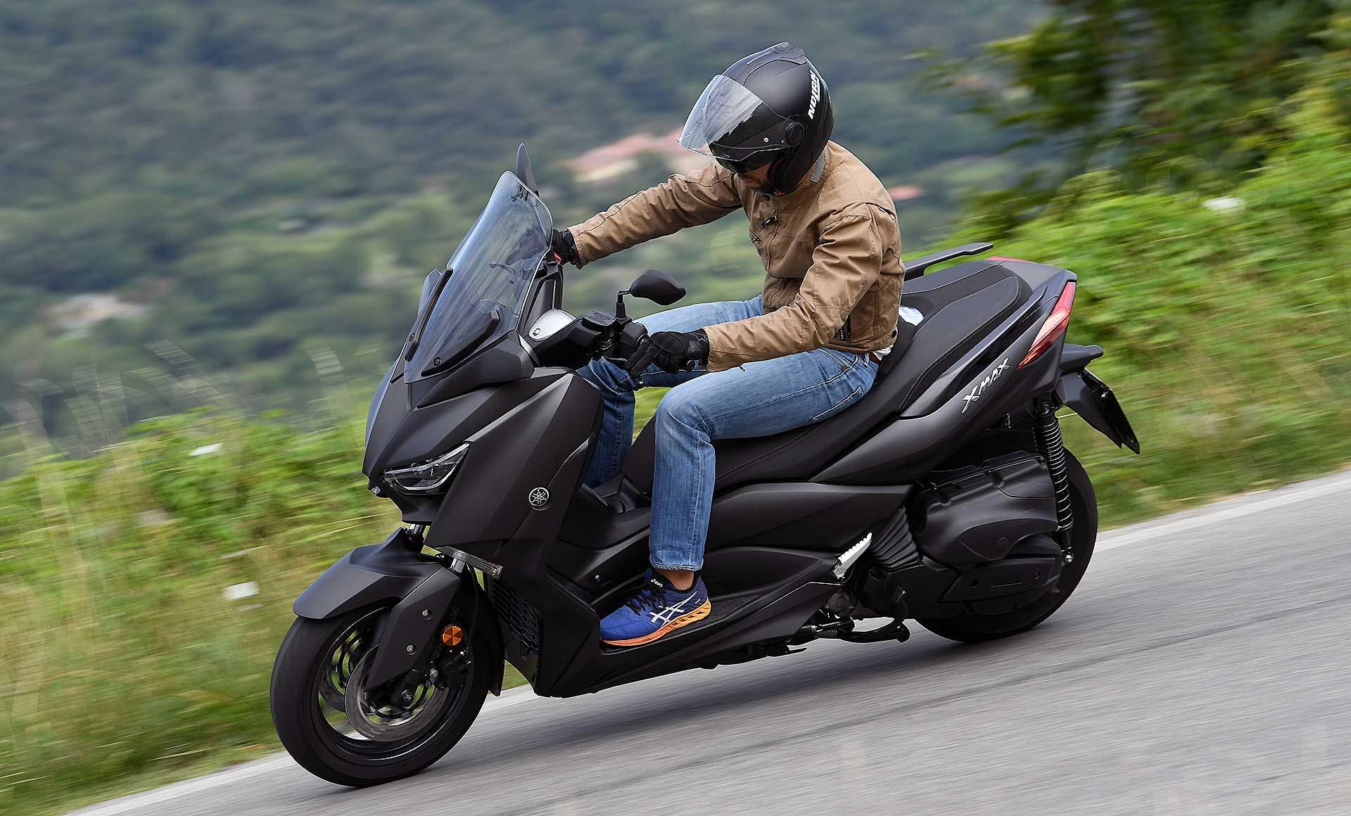 Yamaha XMax 400 in azione