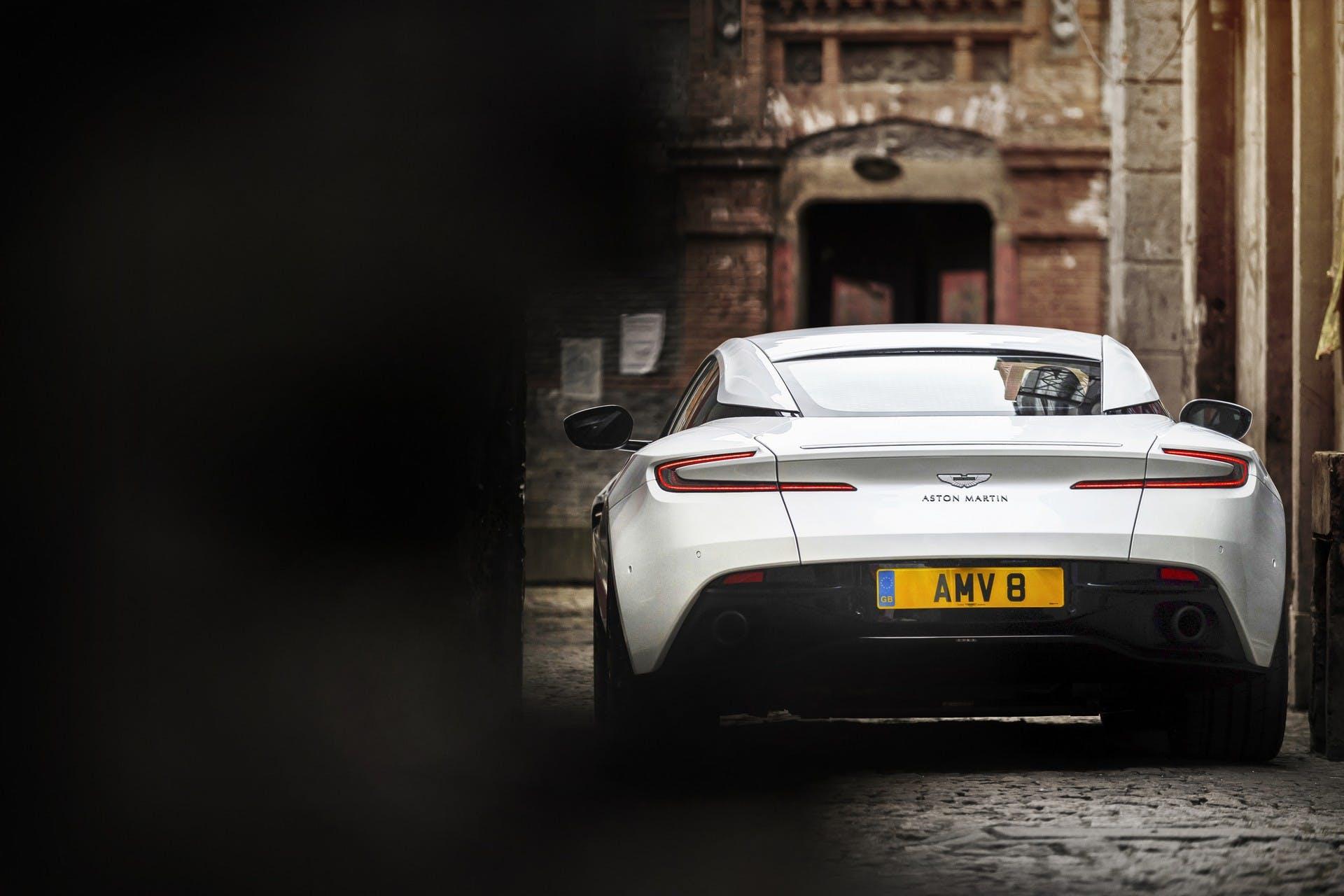 Aston Martin DB11 V8 dinamica