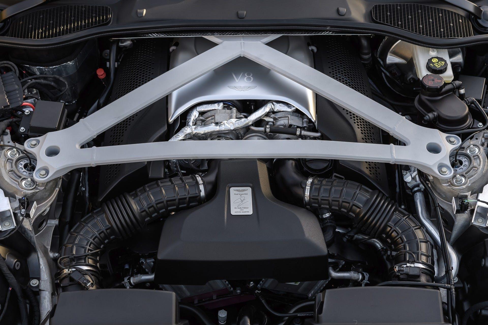 Aston Martin DB11 V8 motore