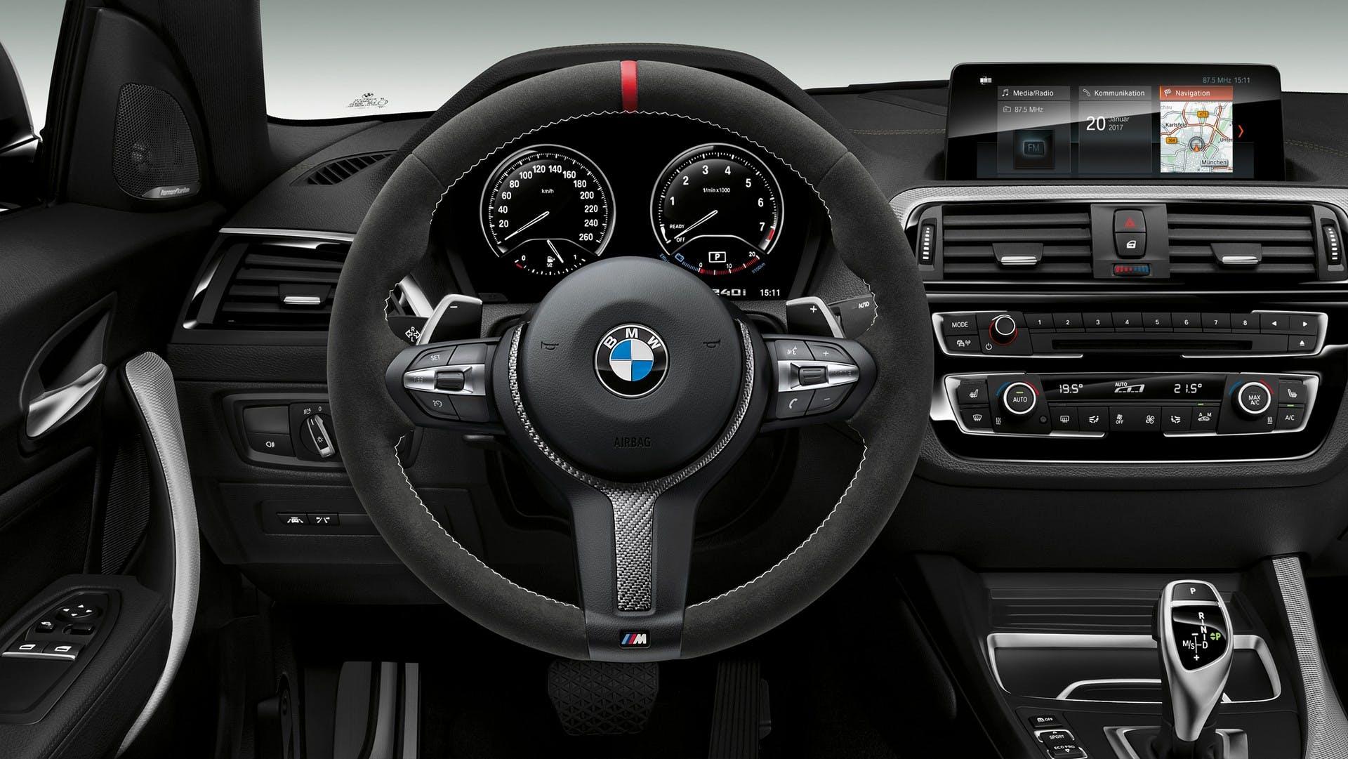 BMW 240i M Performance Edition interni