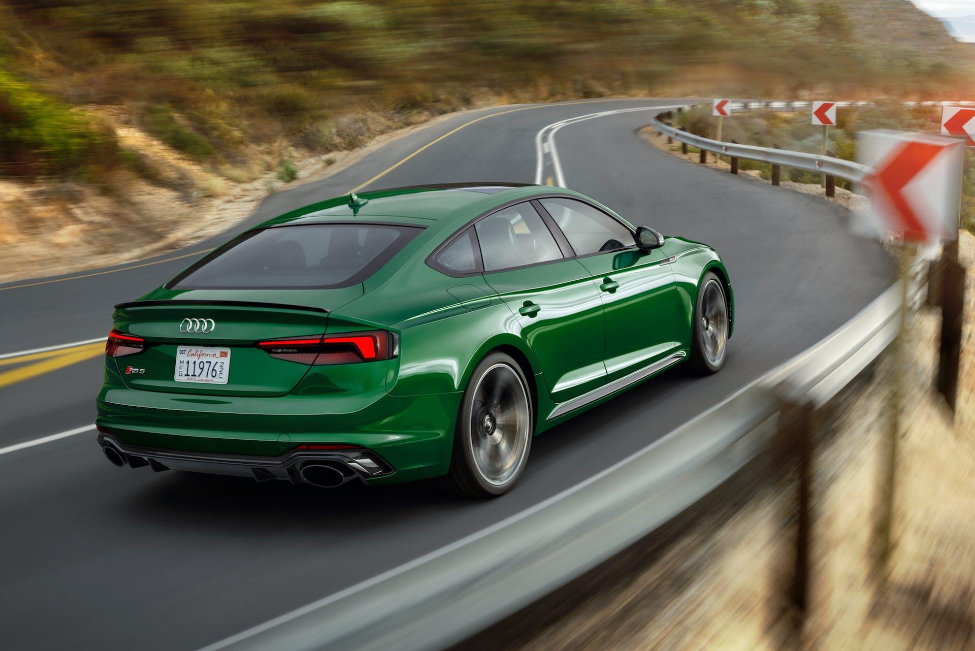 Audi RS5 Sportback posteriore curva usa