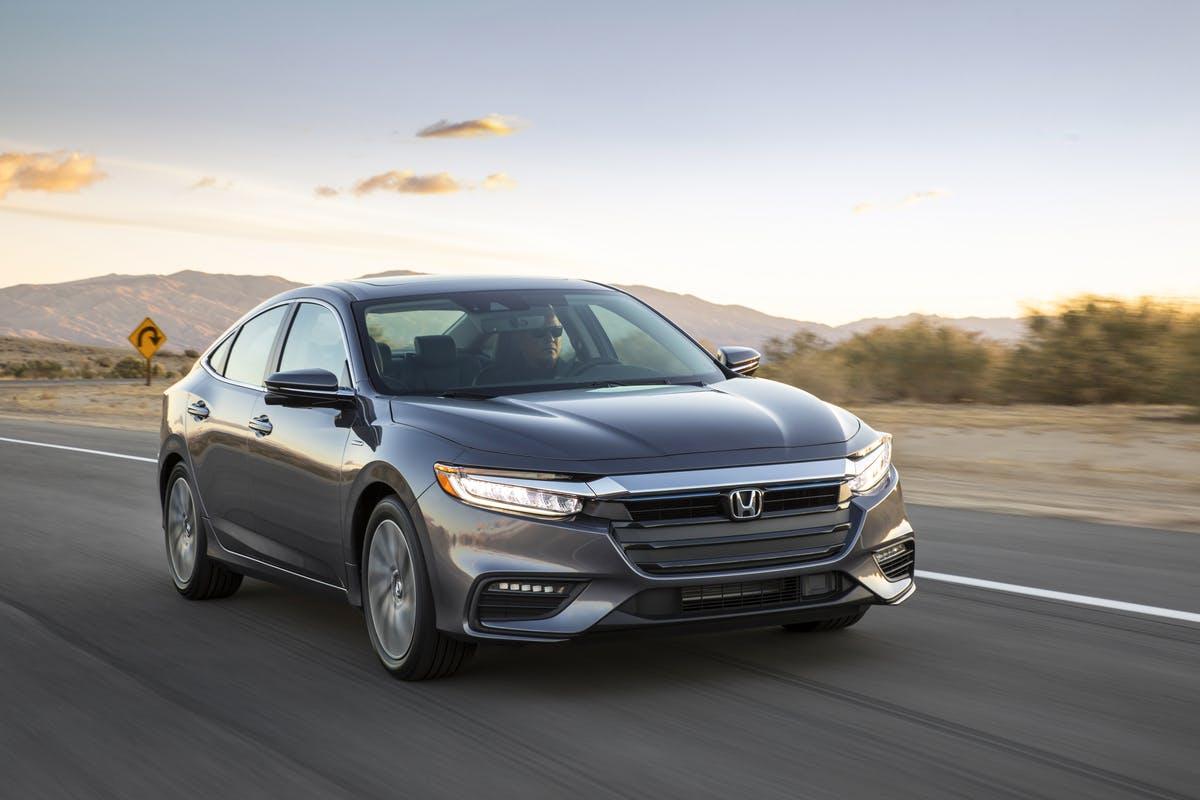 nuova Honda Insight cielo paesaggio asfalto