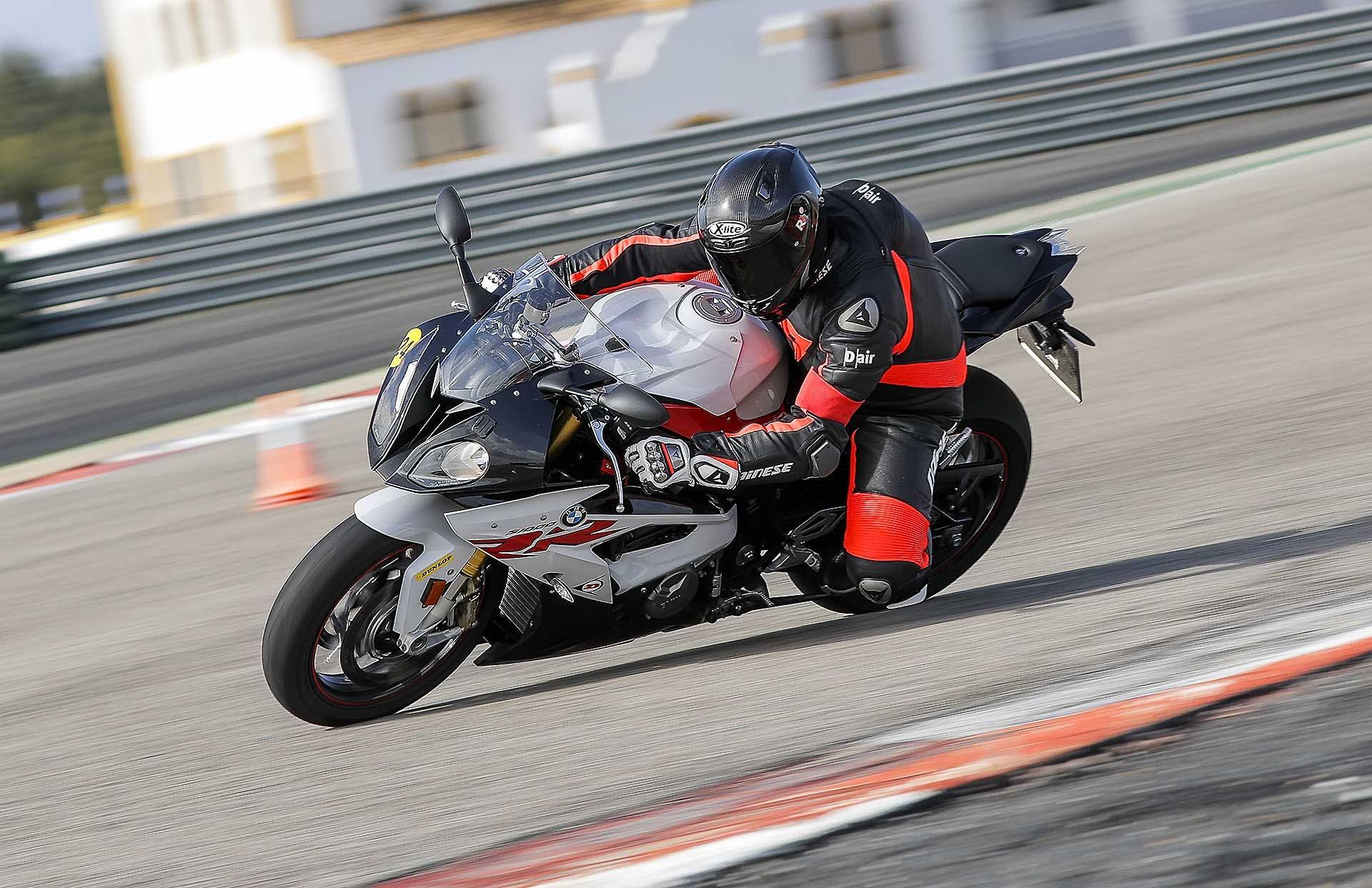 Dunlop SportSmart TT in pista con BMW S 1000 RR
