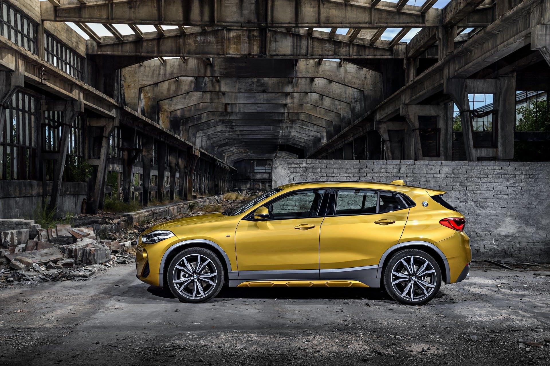 BMW X2 gialla