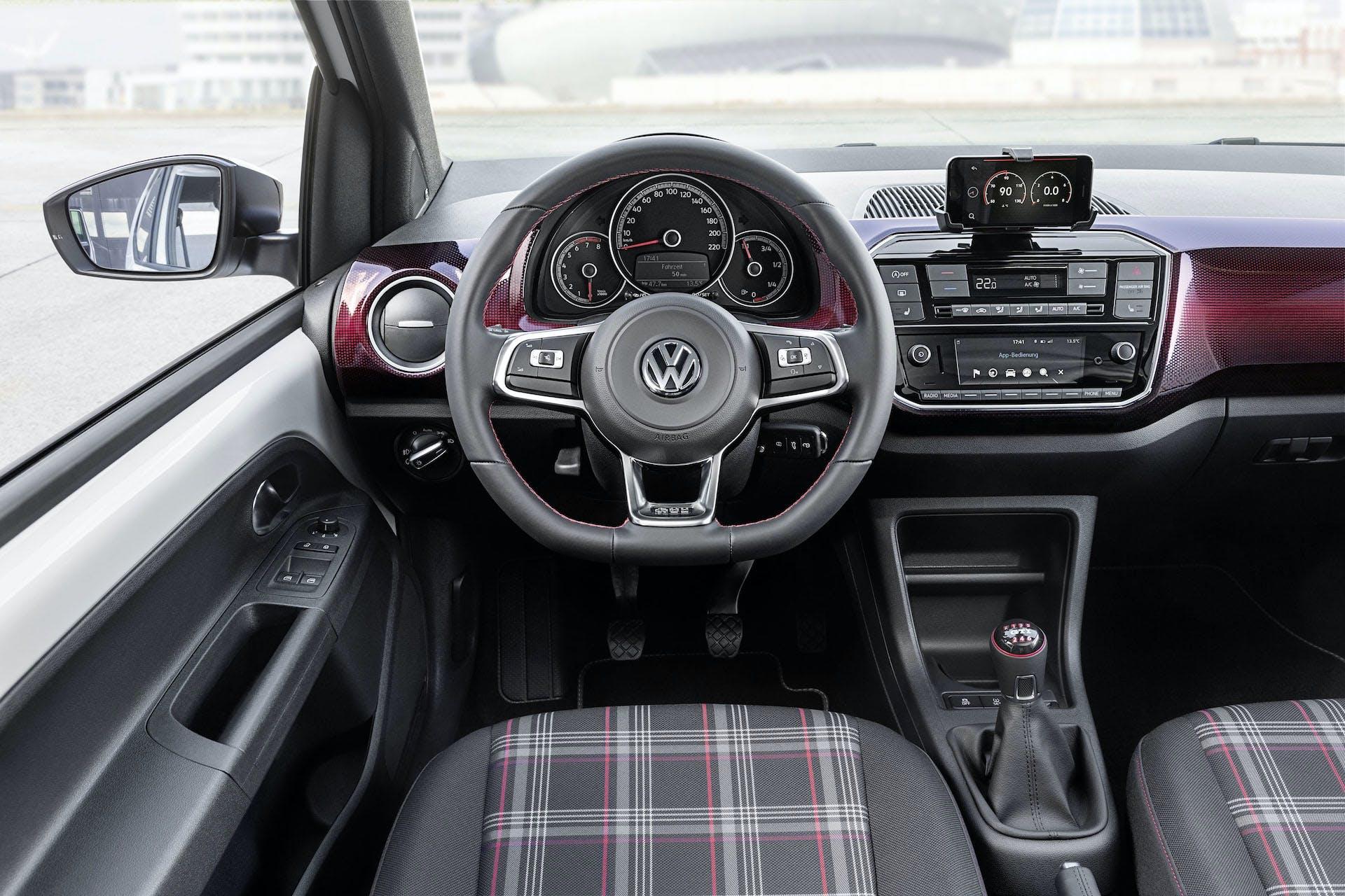 Volkswagen up! GTI plancia volante interni