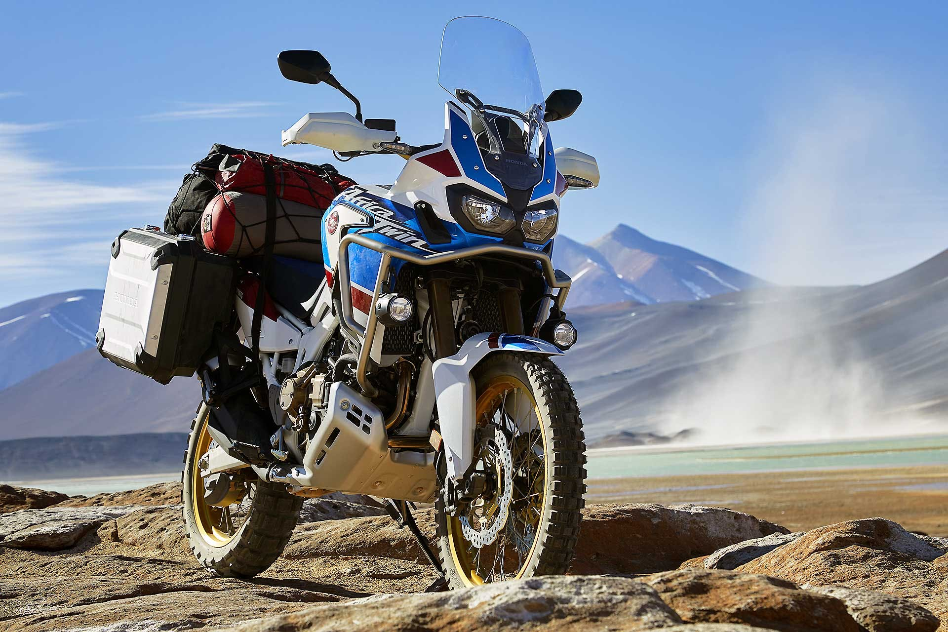 Honda CRF1000L Africa Twin Adventure Sports ambientata su deserto laterale