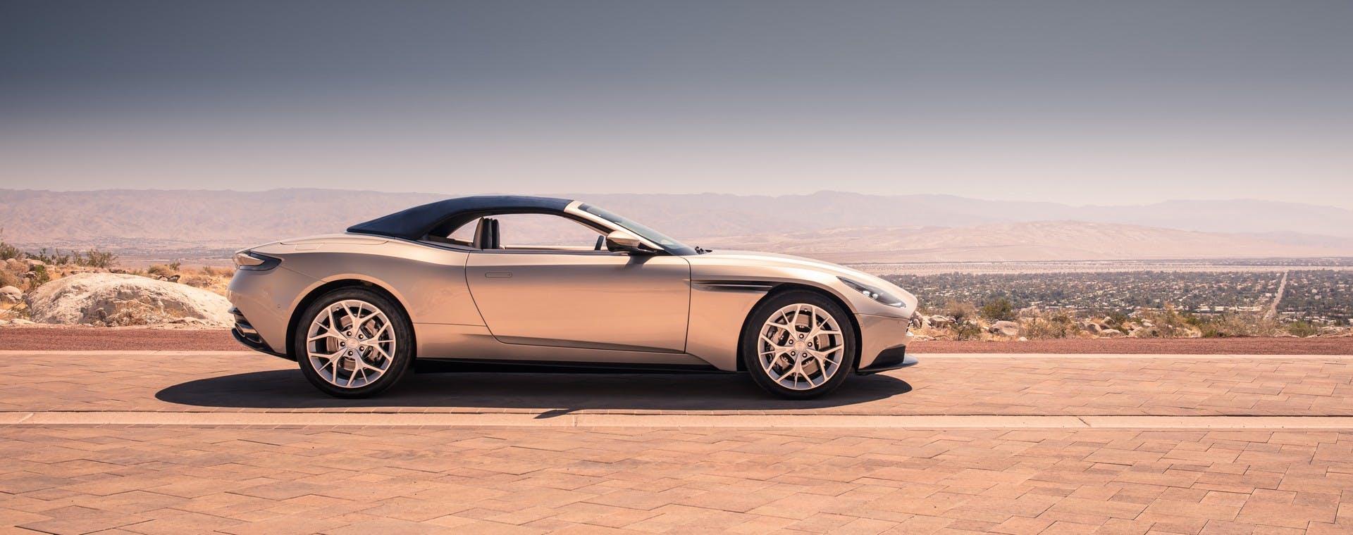 Aston Martin DB11 Volante statica