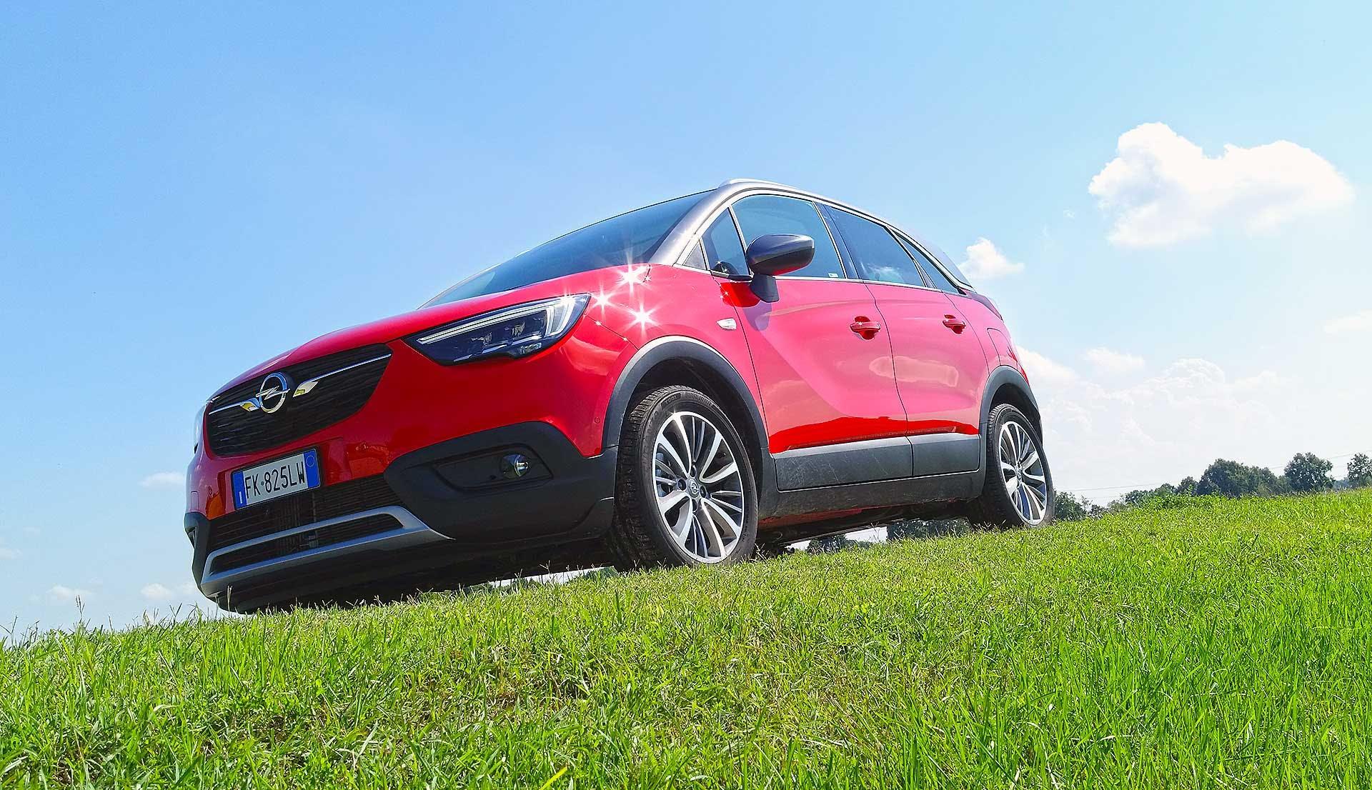 Opel Crossland X Statica, erba 3/4 anteriore