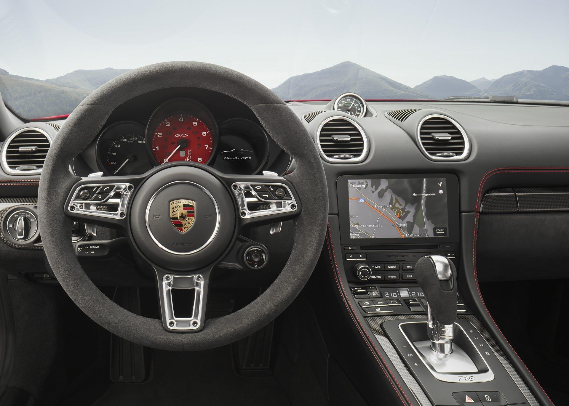 Porsche 718 Boxster GTS interni