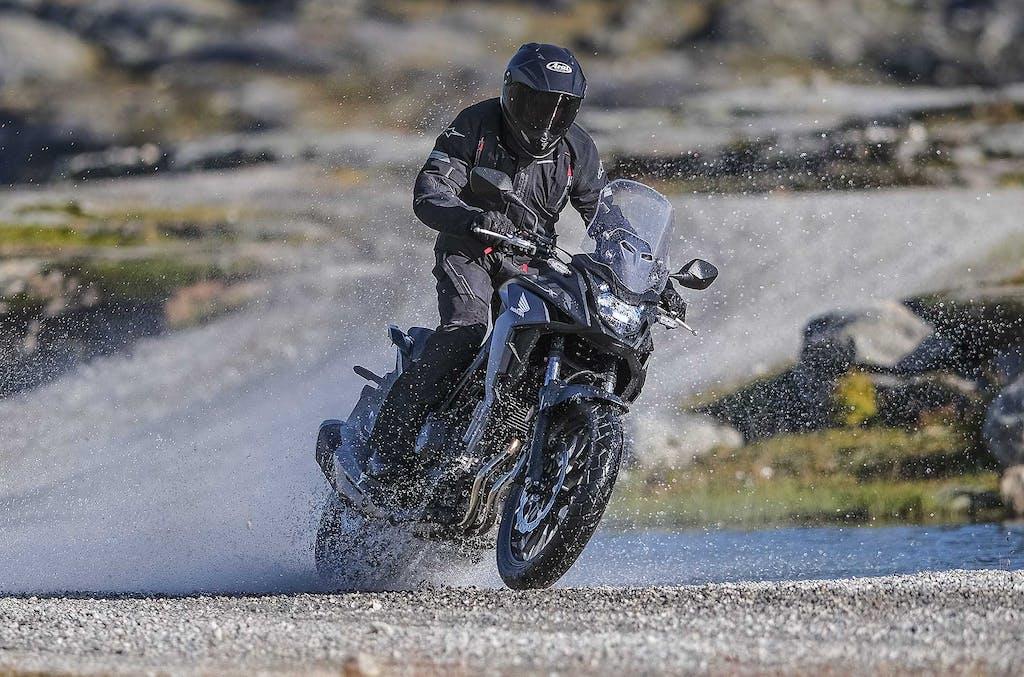 Honda CB500X, crossover dedicata alla patente A2