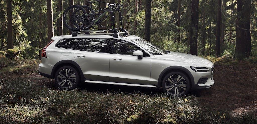 Nuova Volvo V60 Cross Country, l'avventura in famiglia