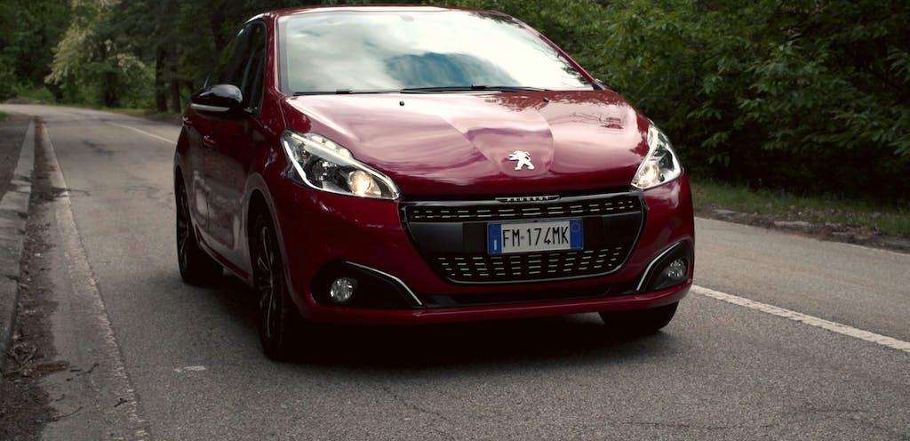 Peugeot 208 Black Line, edizione limitata in salsa dark