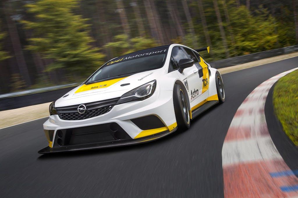 Opel Astra TCR: tutta pista e cronometro