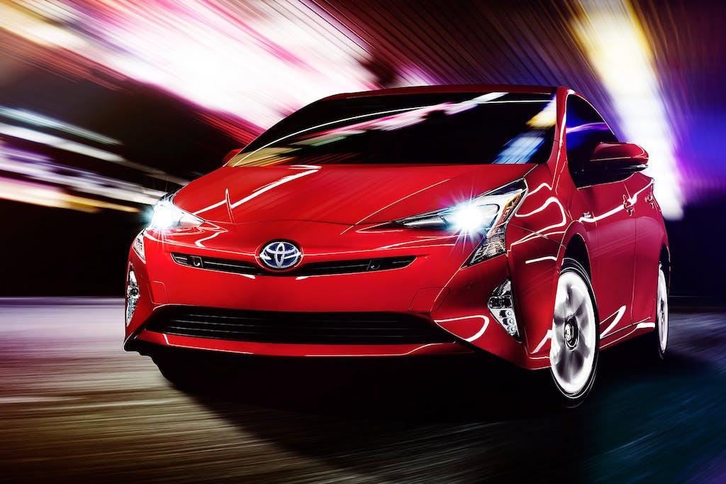 Toyota Prius E-Four: Ibrida e 4WD