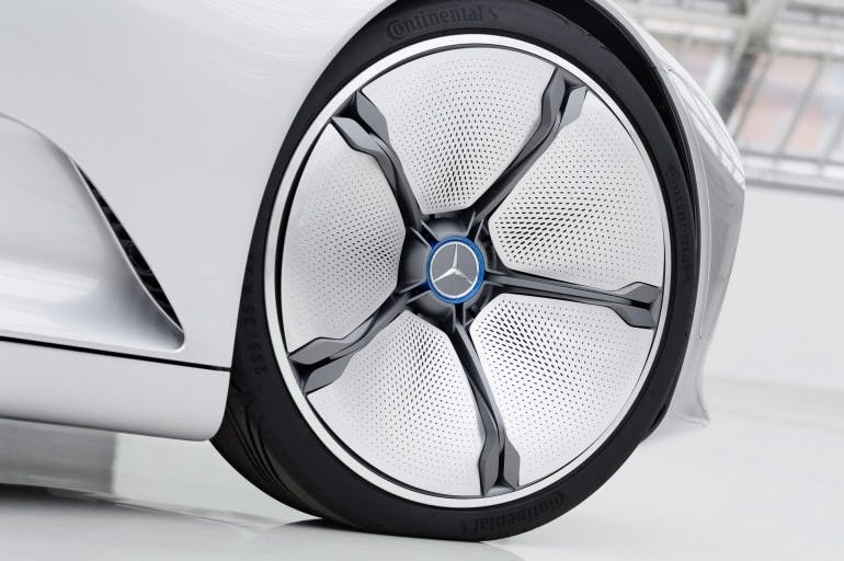 """Mercedes-Benz """"Concept IAA"""" (Intelligent Aerodynamic Automobile). die Aktiven Felgen verändern ihre Schüsselung von 55 mm auf null. The Active Rims alter their cupping from 55 mm to zero"""