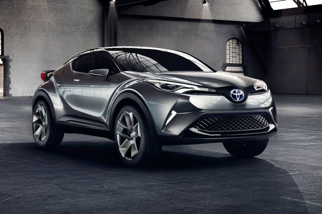 Toyota C-HR: guanto di sfida alla Qashqai