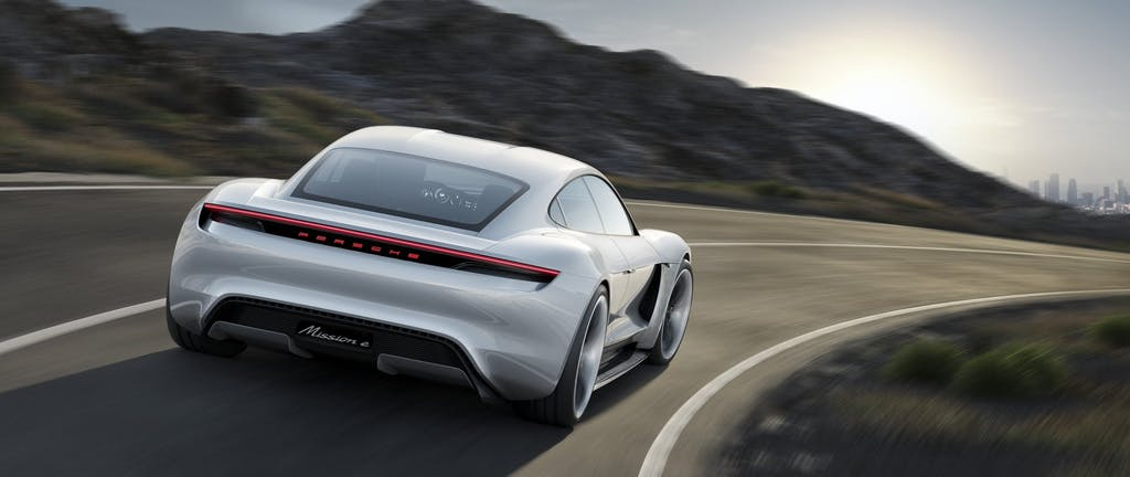 Porsche Mission E: 600 cv e 500 km d'autonomia