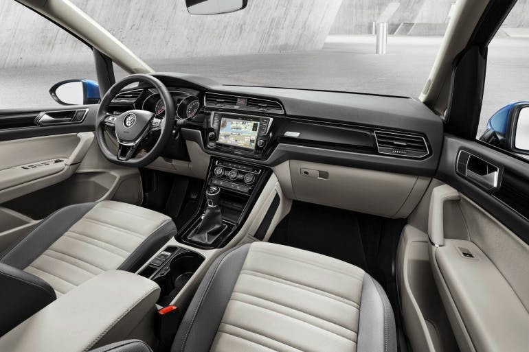 VolkswagenTouran-012