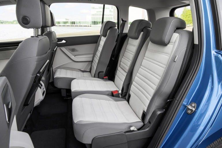 VolkswagenTouran-013
