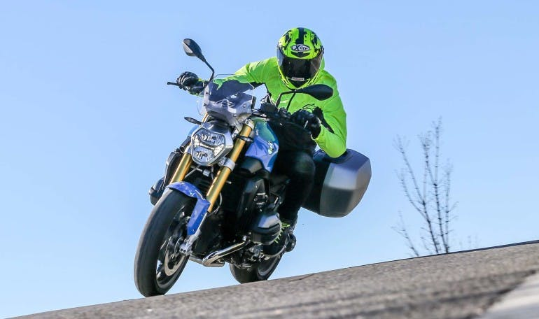 Duel-BMW-R1200R-Ducati-Monster-1200S-019