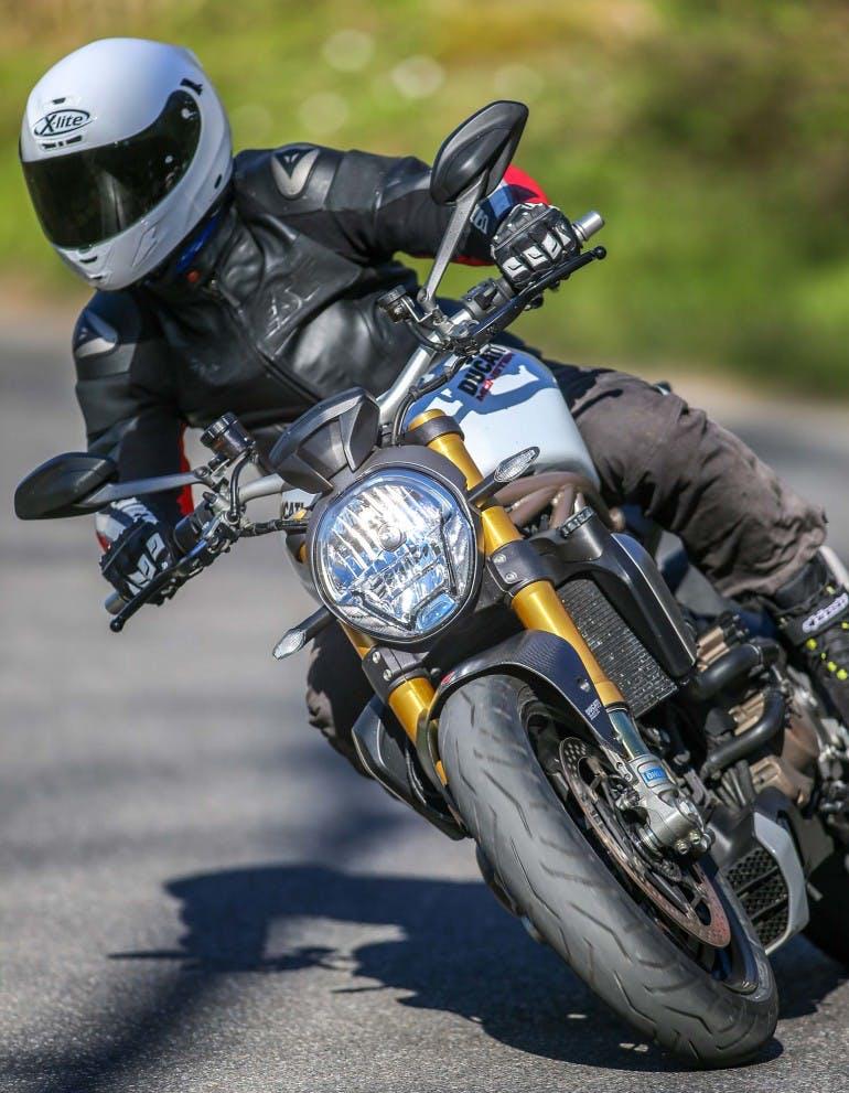 Duel-BMW-R1200R-Ducati-Monster-1200S-034