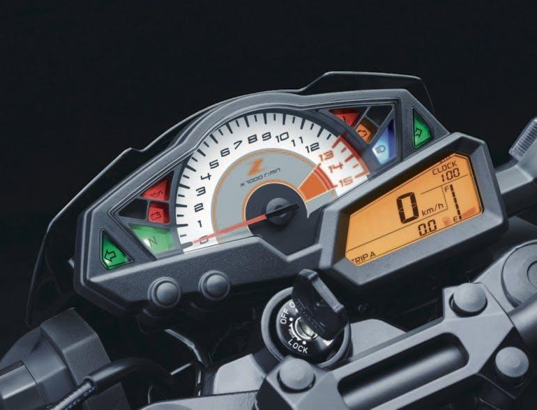 Completo e ben fatto il quadro strumenti della Z300