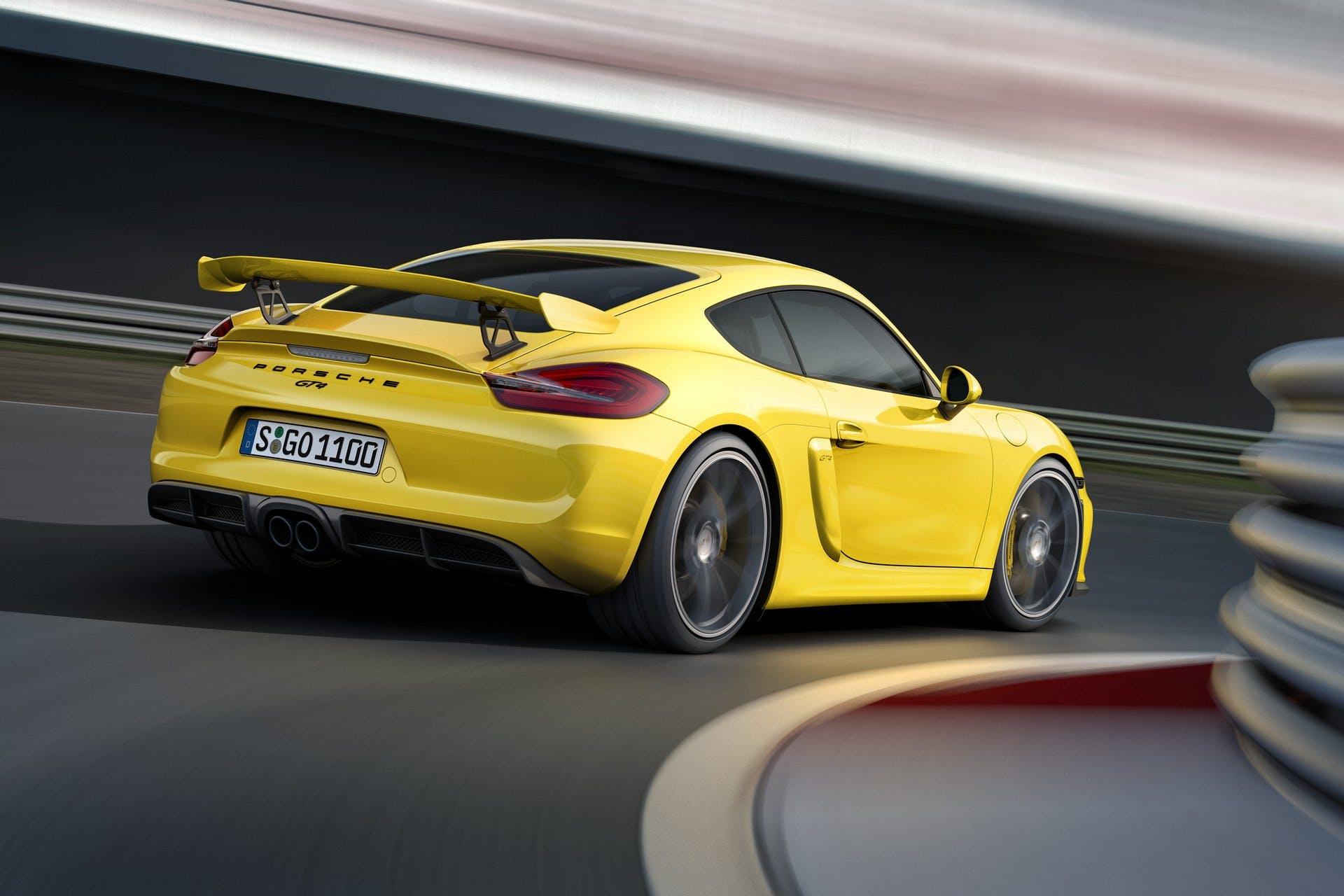 PorscheCaymanGT4-001