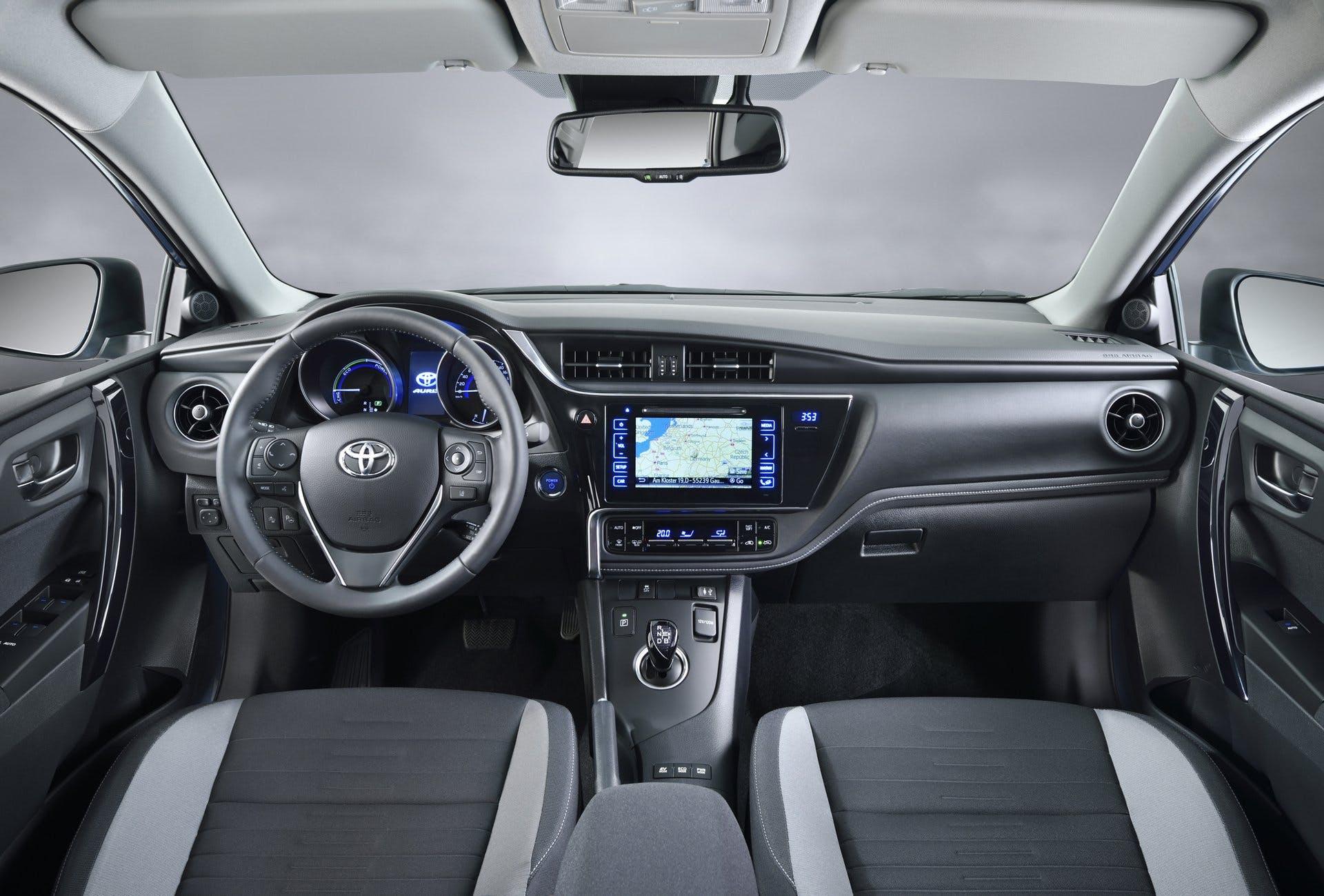 ToyotaAuris2015-018
