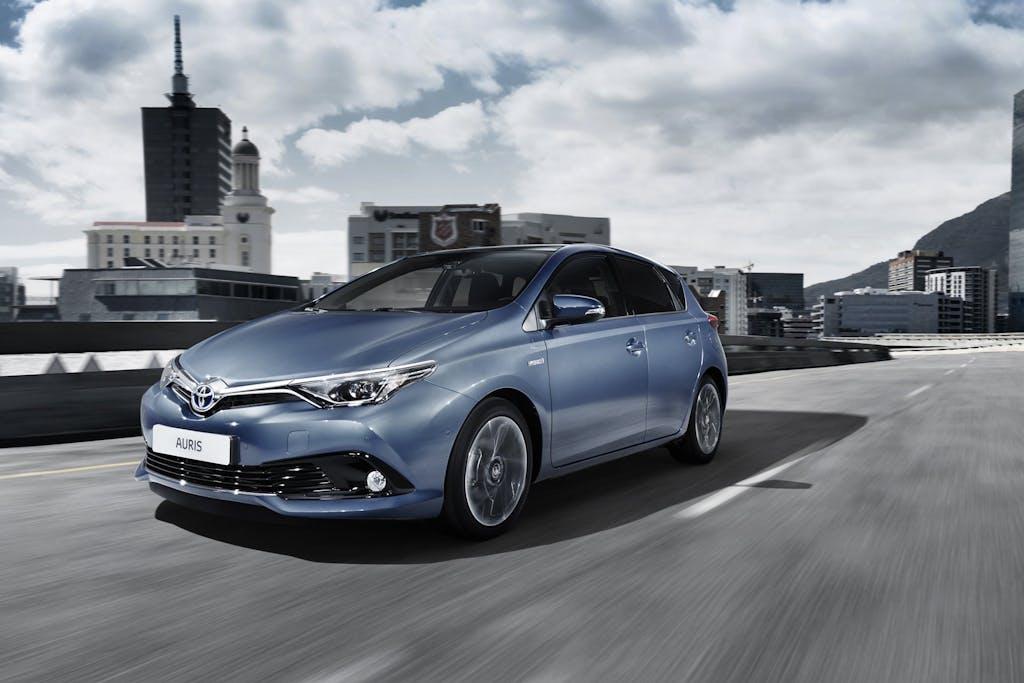 Toyota Auris 2015: cuori nuovi