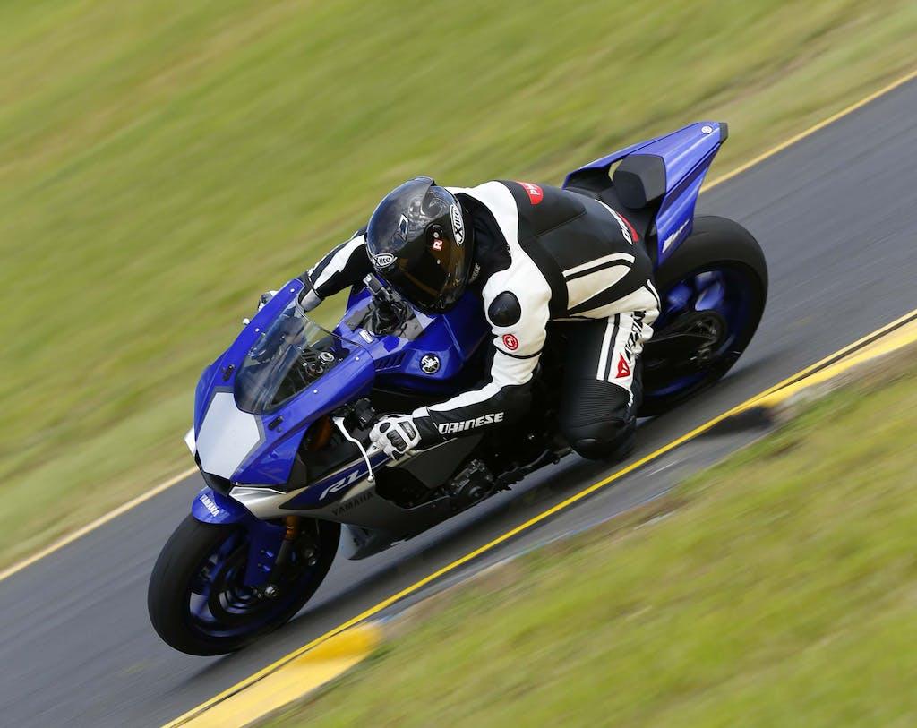 Prova Yamaha R1 2015