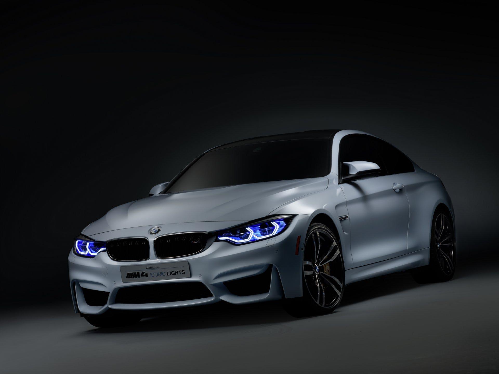 BMWM4IconicLight-apertura