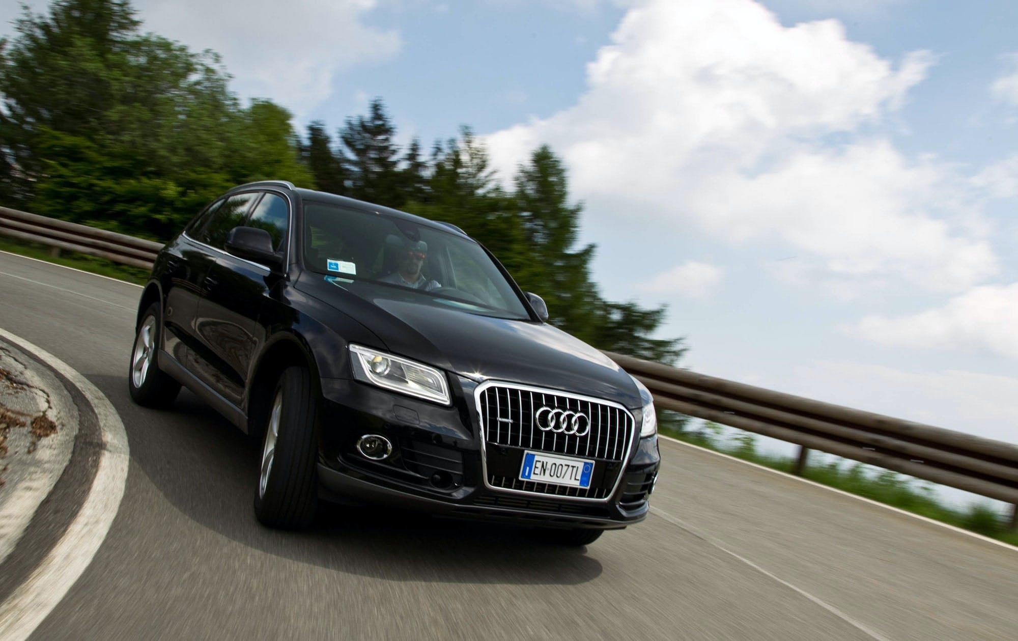 La Q5 e' solo una delle moltissime Audi offerte con il cambio S-Tronic a doppia frizione. Velocissimo in ogni situazione e' un vero plus nell'allestimento