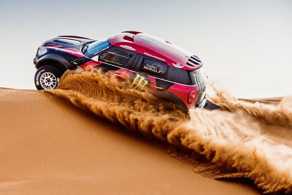 Dakar 2015: MINI vs Peugeot