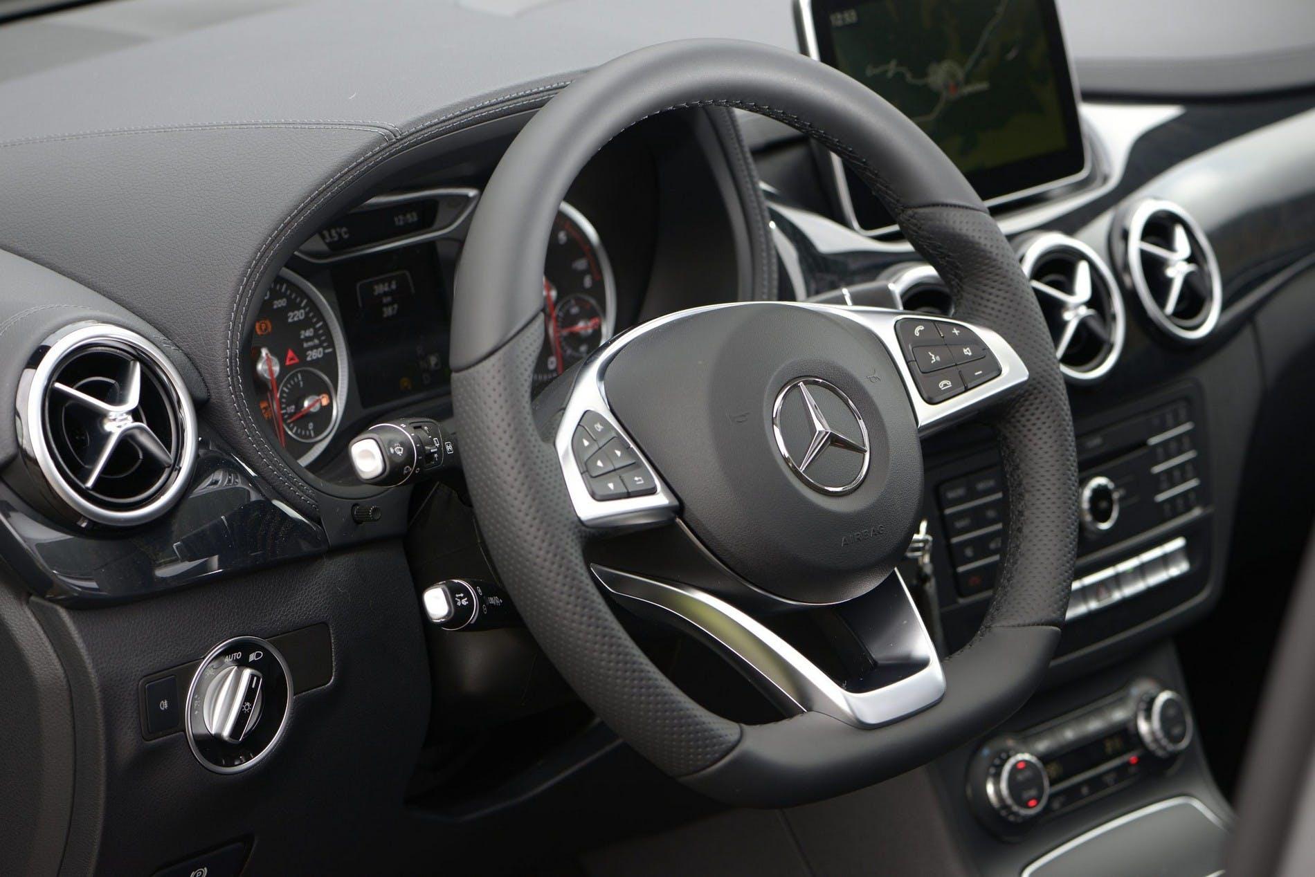 MercedesClasseB201500024