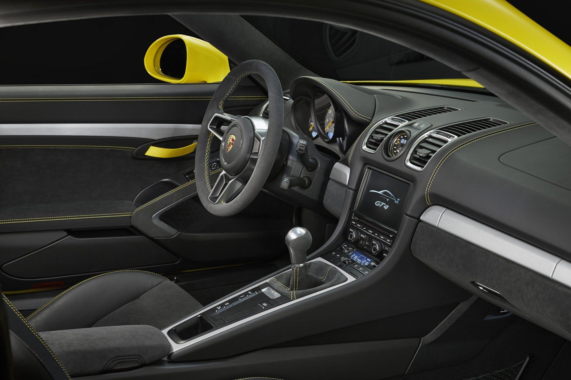 PorscheCaymanGT4-004