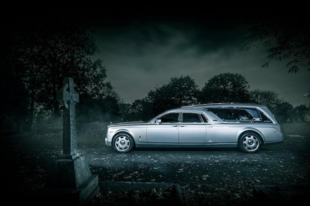 Rolls-Royce Phantom Hearse B12: andarsene con stile