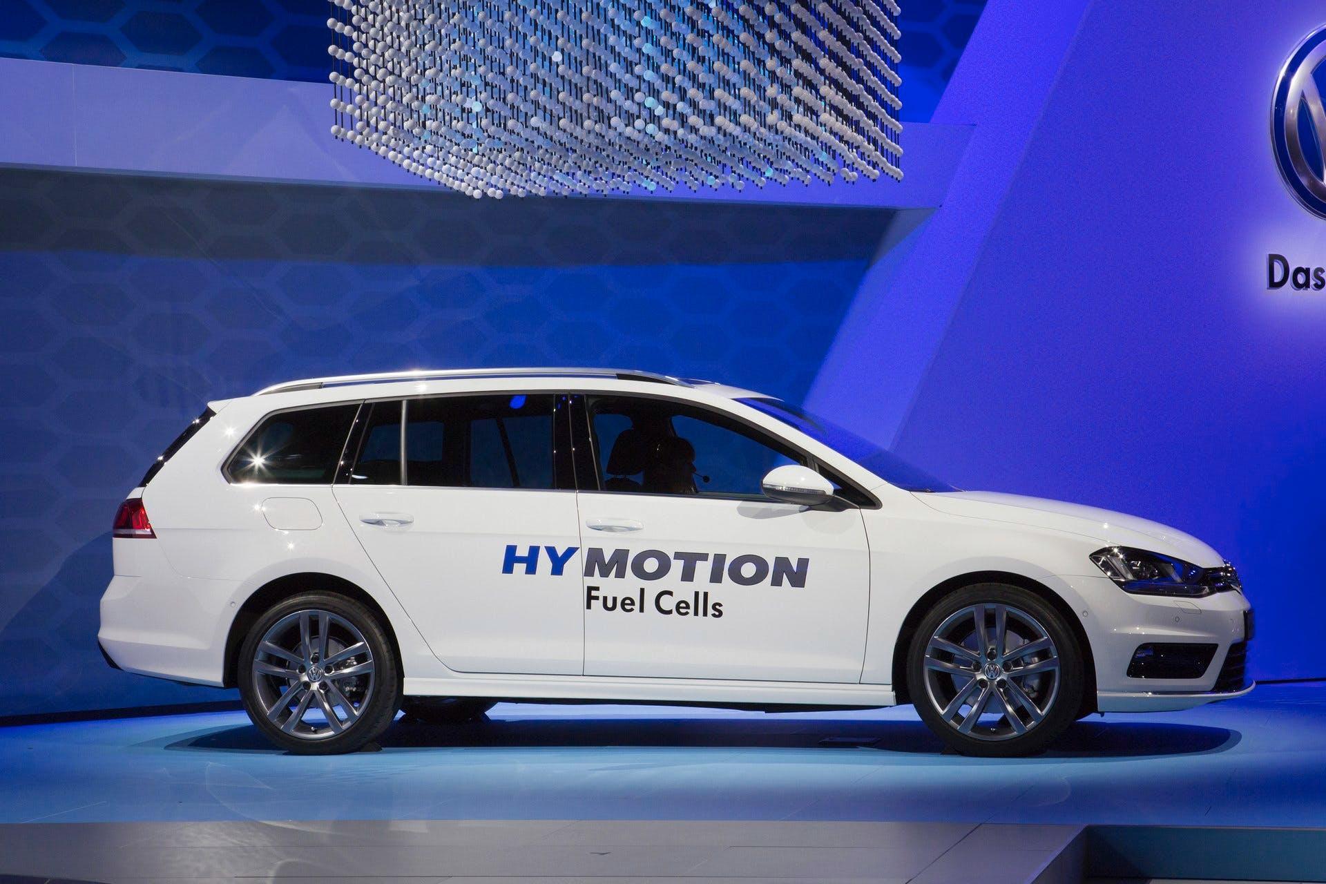 VolkswagenGolfSportWagenHyMotion-001
