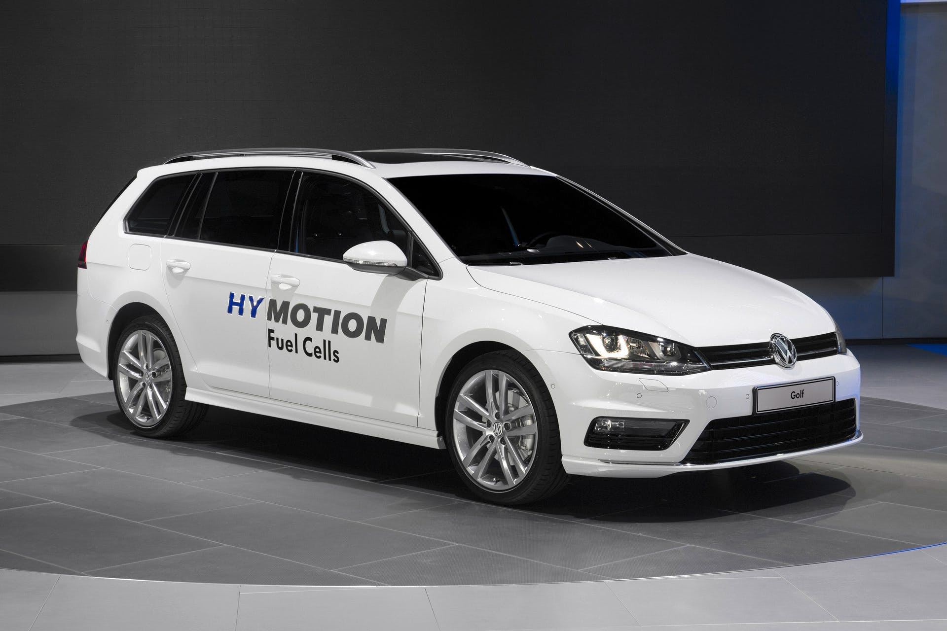 VolkswagenGolfSportWagenHyMotion-002