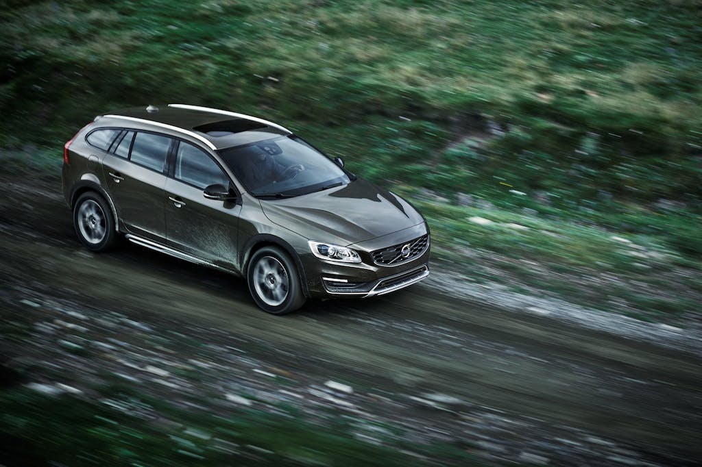 Volvo V60 Cross Country: wagon o crossover?
