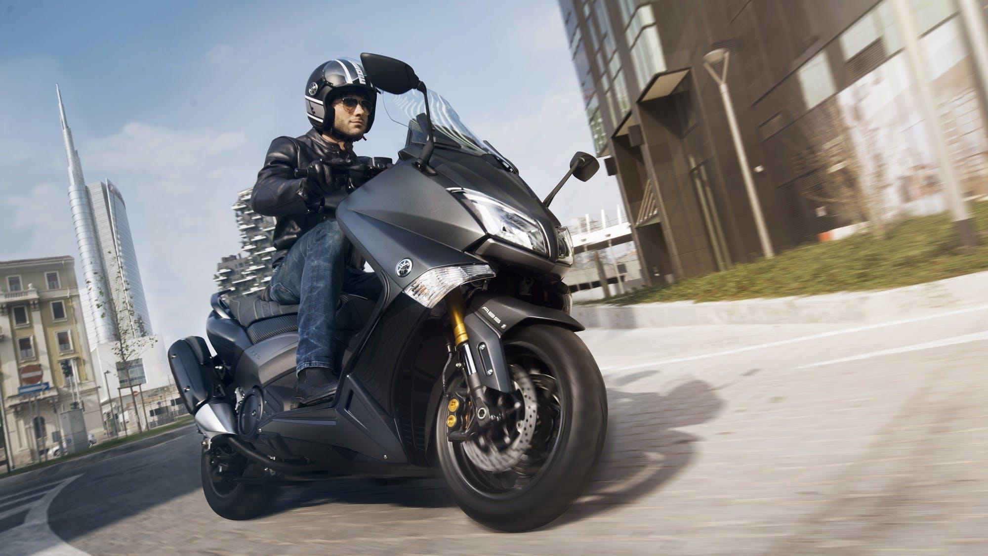 Yamaha TMax Iron Max-1