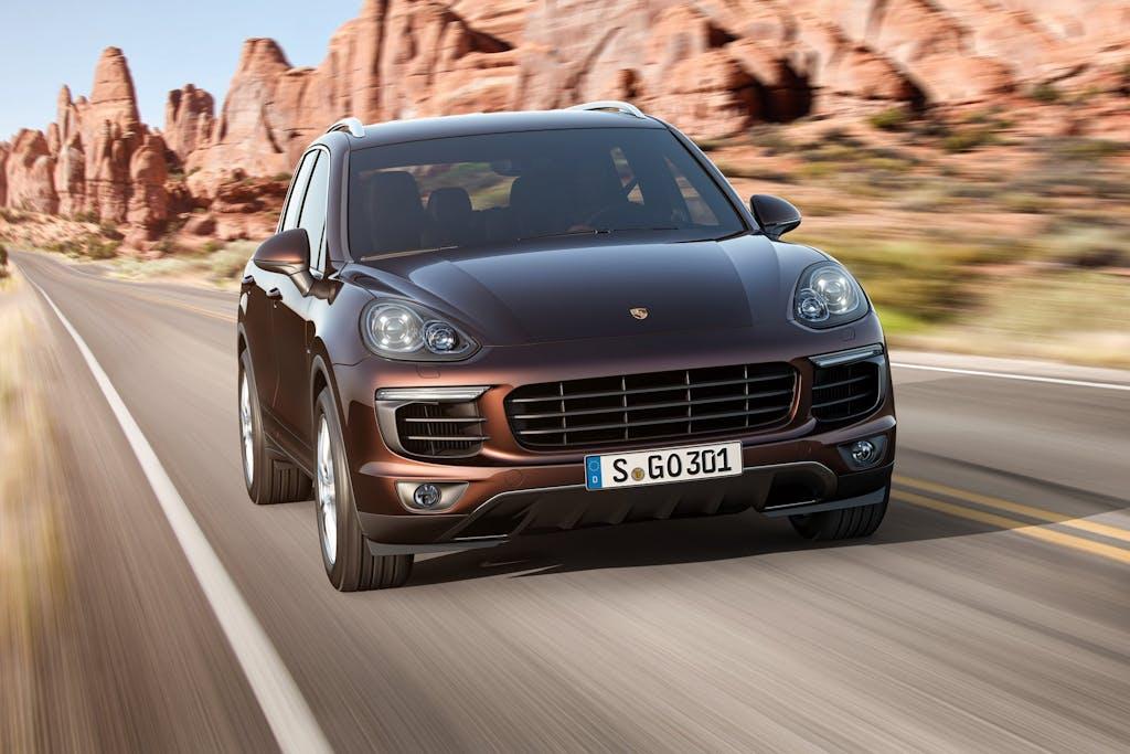 Porsche Cayenne 2015: sulle orme di Macan